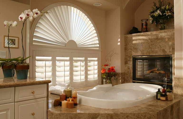 Sunray shutters in a Las Vegas bathroom.